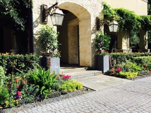 Front Yard Outdoor Landscape Design