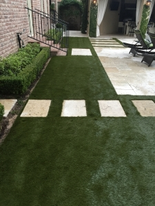 Welcoming Artificial Sod with Travertine Floating Step Pads